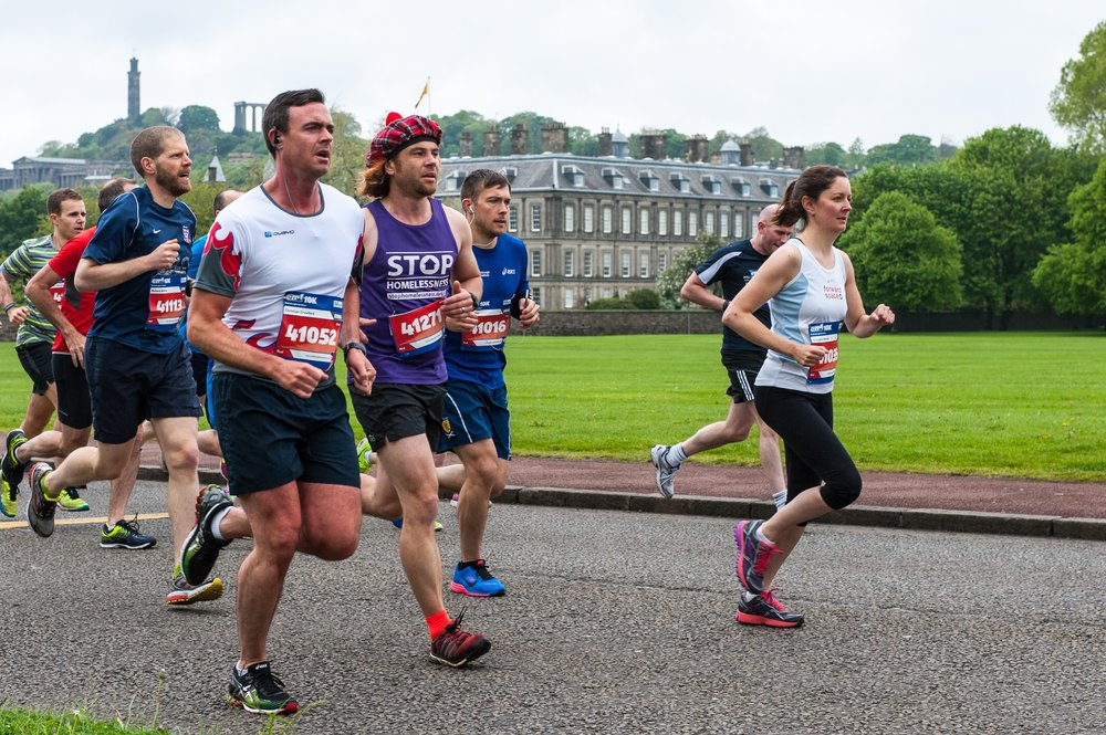 A picture of a group of runners in the Edinburgh Marathon.